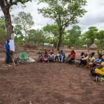 Das IDP-Camp liegt in Chibabava, Provinz Sofala. Der Ort heißt Goonda Madjaca. Domingos Mazembe führt hier Katastrophenmanagement Workshops durch.